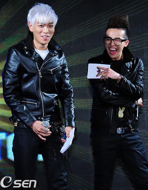 จีดรากอน และ ท็อป แห่ง บิ๊กแบง (BIGBANG) เผยถูกสมาชิกในวงกดดันให้ทำงานออกมาให้ดีๆ ใน 'GD&TOP'